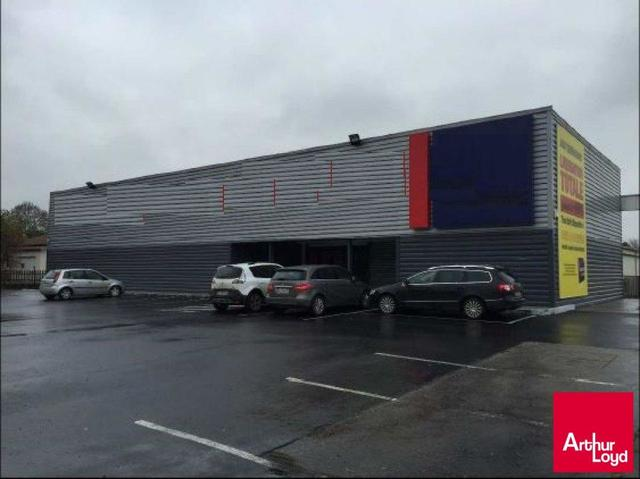 CLERMONT-FERRAND NORD A LOUER LOCAL COMMERCIAL 1 169 M²
