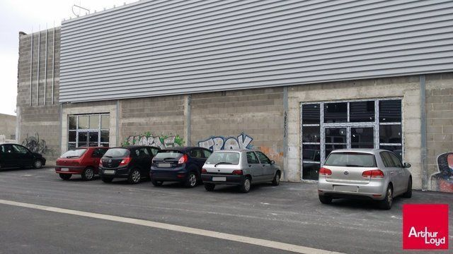 CLERMONT-FERRAND ZONE DU BREZET A LOUER LOCAL COMMERCIAL 160 M²