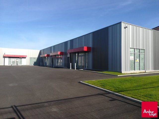 A LOUER THIERS LOCAL COMMERCIAL  800 m² DIVISIBLES