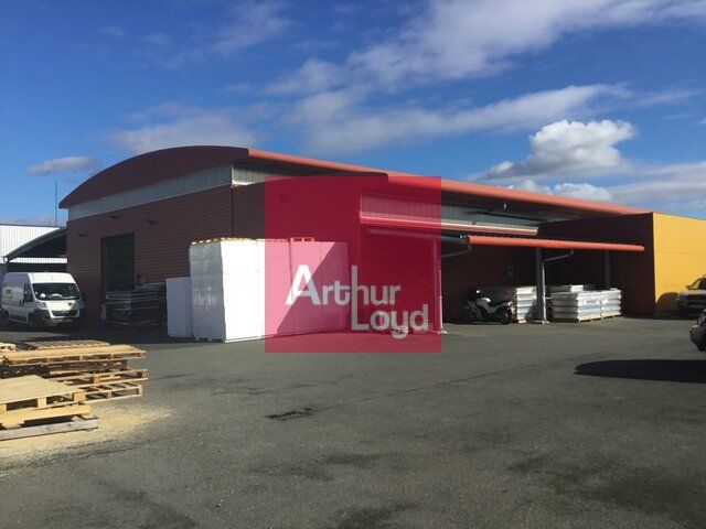 LEMPDES A LOUER LOCAL ACTIVITE 1800 M²